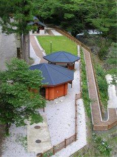 15年8月にオープンした親水広場