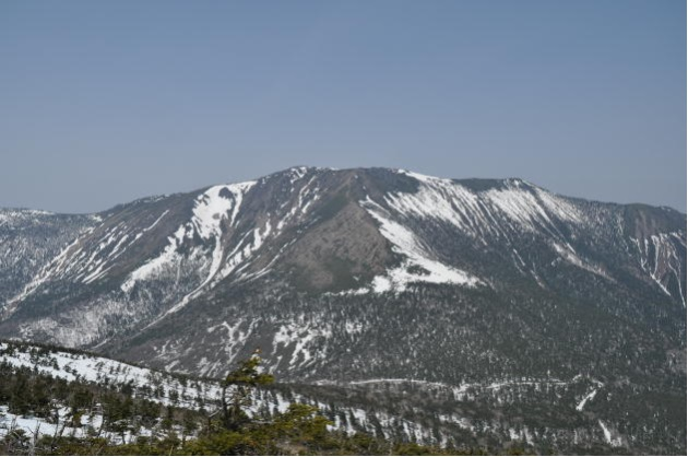 残雪の早池峰山
