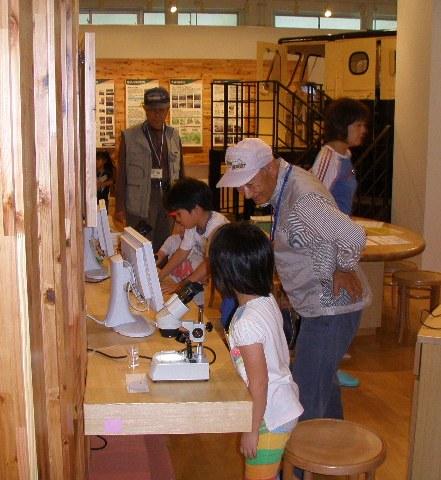 仁別森林博物館親子森林教室の様子