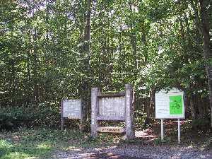 ブナ二次林散策路の入口看板