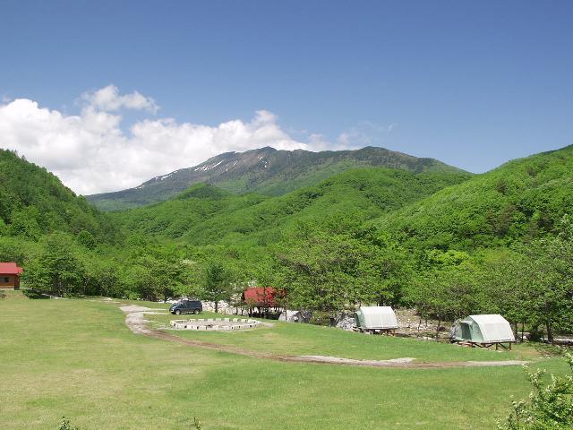 宮古市川井タイマクラキャンプ場から望む早池峰山