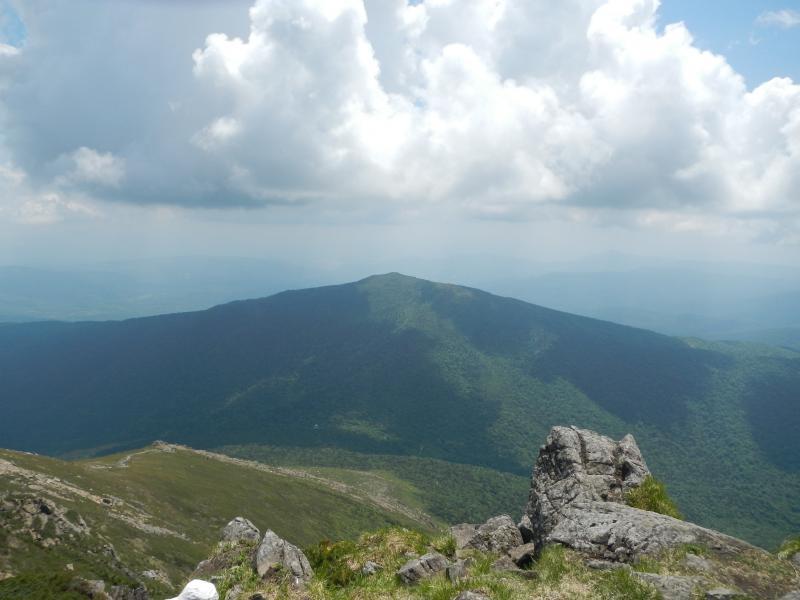 早池峰山頂より薬師岳を望む